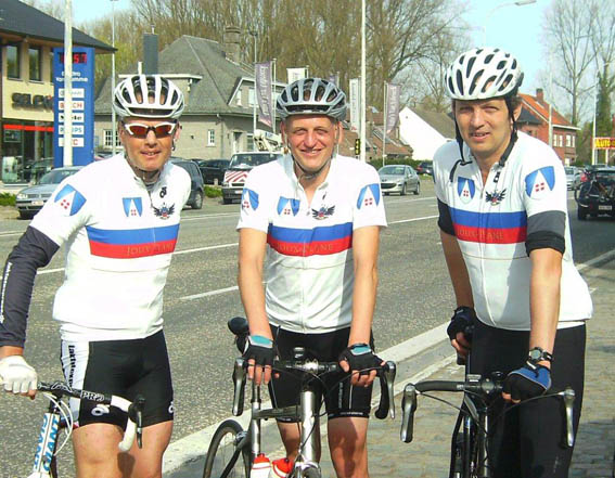 Rainer Sprehe (Mitte) mit dem Covadonga Team © Covadonga Verlag