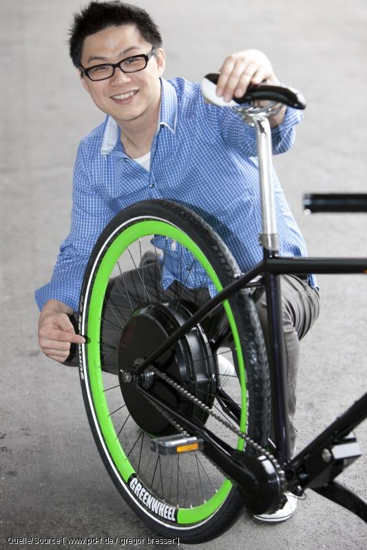 Entwickler Michael Lin mit dem Greenwheel © pd-f.de / Gregor Bresser