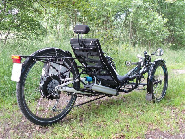 Akku und 500 Watt Bionx Motorim neuen Design. Das Hinterrad misst 26 Zoll, die Vorderräder 20 Zoll © Reidl