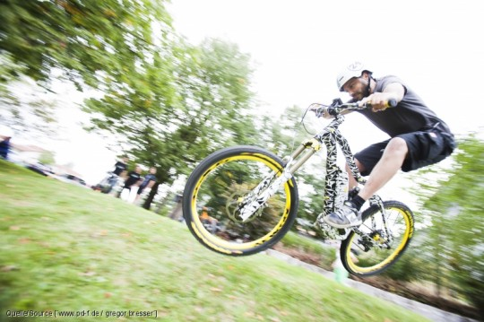 Das e-Mountainbike XDURO NDURO mit eigenwilliger Rahmenform © Gregor-Bresser/ pd-f.de