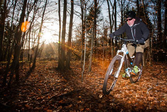 Mit dem neuen Rad langsam im Wald unterwegs © Sandra Jacques