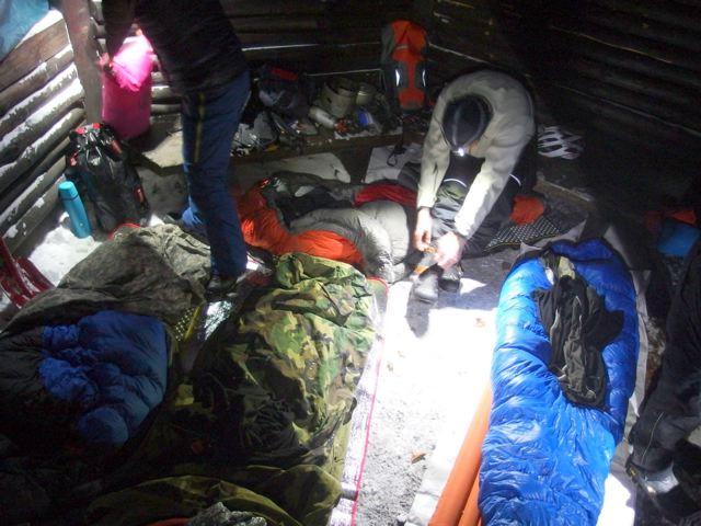 Nachtlager in Schutzhütte © Lauter