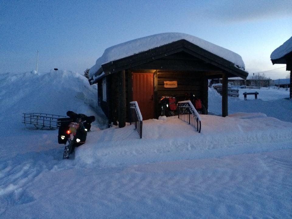 Nachtlager in einer Hütte © Walter Lauter