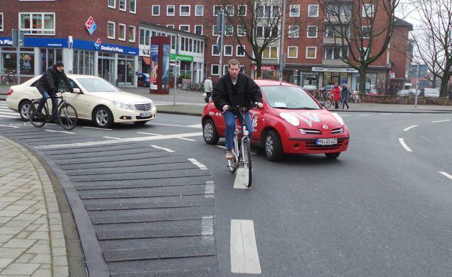 Haifischzähne am Ludgeriplatz. Über die Erhebungen fährt kein Radfahrer freiwillig © Reidl