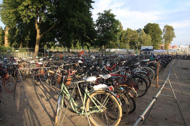 Die Fahrradgarderobe im Einsatz beim MS Dockville im vergangenem Jahr © KonzertKultour