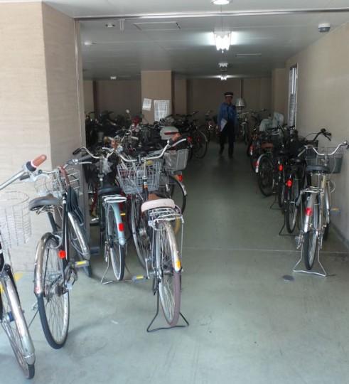 Bewachtes Fahrradparkhaus in Matsuyama © Reidl