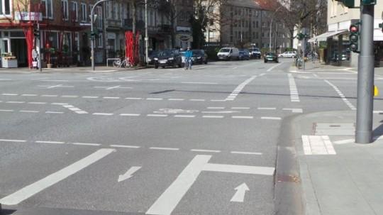 Bogenstraße: Start ist der Standpunkt des Radfahrers. Das Ziel liegt etwa hundert Meter hinter der Fotografin © Reidl