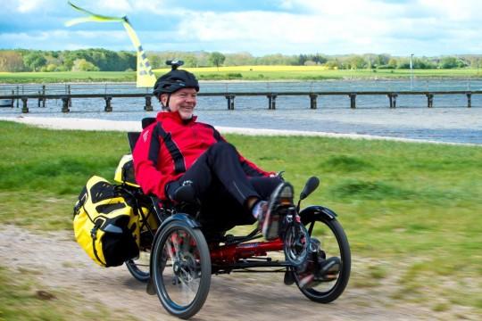Karl Grandt fährt nach einem Autounfall einen Skorpion - ein Dreirad von HP-Velotechnik © Lauro Müller