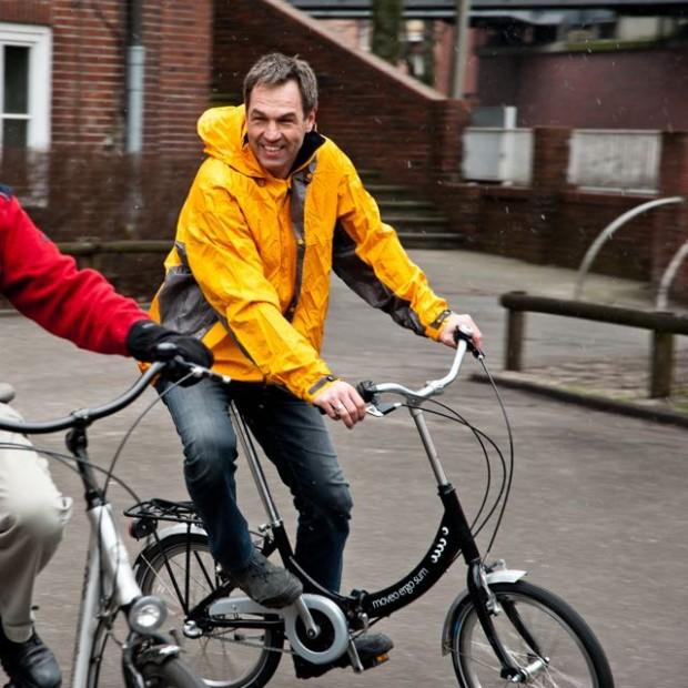 Sollen Kinder im Hinterhof ohne Helm Radfahren?