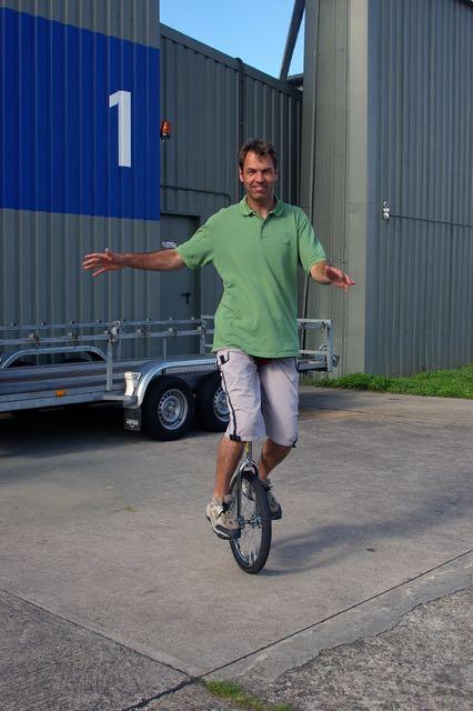 Der Radfahrlehrer ist auch oft  unterwegs ohne Helm © Burmeister