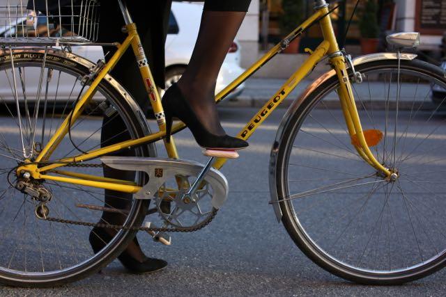 Guter Grip selbst mit Lederschuhen © Moto bicycles