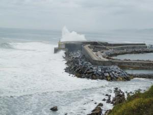 Wellenkraftwerk, integriert in die Hafenmole von Mutriku/Spanien (Copyright: Voith)