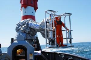 Der Roboterarm soll das Übersetzen vom Schiff zum Offshore-Windrad erleichtern. Copyright: Momac
