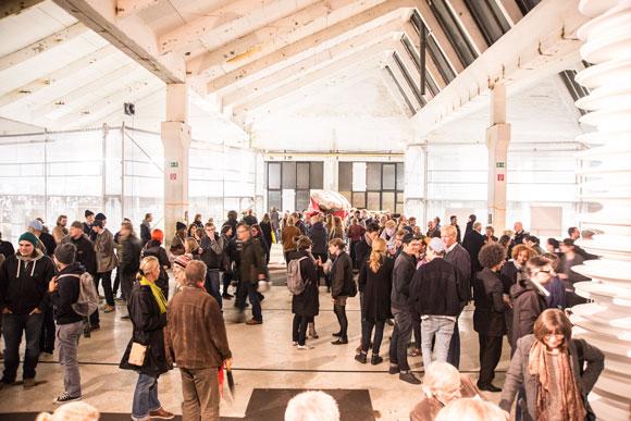 Besucher auf der P/ART 2013 in den Kolbenhöfen Hamburg. Foto: Chantal Weber
