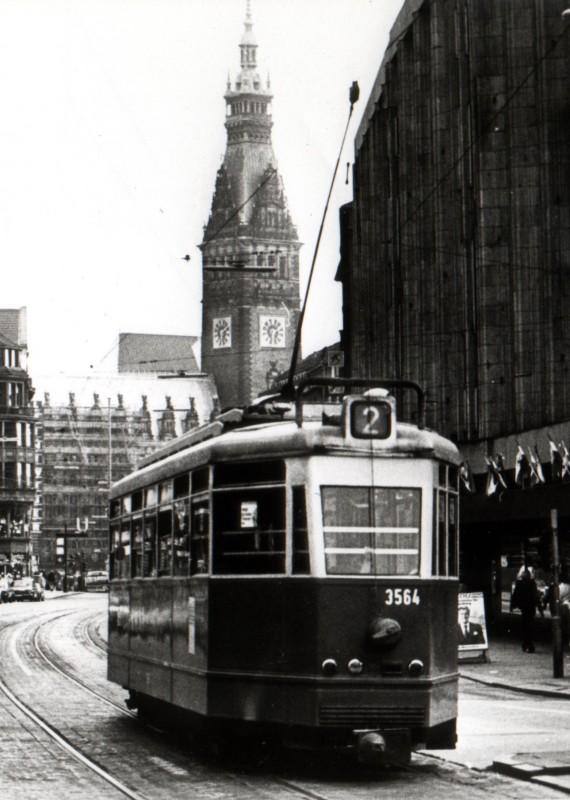 Straßenbahn in der Mönckebergstraße. Archivbild von 1978. | © dpa