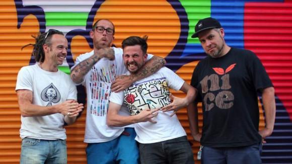 Aufgenommen nach dem Interview von Vantage Point Radio mit dem Künstler Ben Eine. Von links nach rechts: James Bullough, Ben Eine, Christopher Stead und Tom Phillipson. (Foto: Vantage Point Radio)