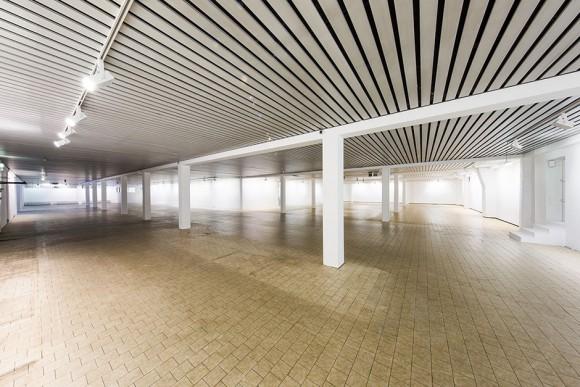 Eine neue Halle für die Kunst in Hamburg: Der ehemalige Aldi-Markt in der Paul-Rosen-Straße ist jetzt die Affenfaust Galerie. Foto:  Sebastian Asiedu
