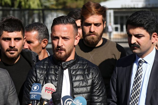 epa05622067 Amedspor FC player Deniz Naki (C) speaks to the press after the case against him was dropped, in Diyarbakir, Turkey, 08 November 2016. The trial against Naki was discontinued after public prosecutor dropped the case. German-born Deniz Naki, of Alevi-Kurdish background, was on trial charged with spreading terrorist propaganda, social media misconduct, and supporting banned PKK. EPA/STR (zu dpa-Meldung: «Verfahren gegen Fußballer Deniz Naki in Türkei eingestellt» vom 08.11.2016) +++(c) dpa - Bildfunk+++ |