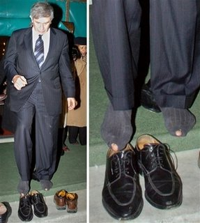 paul_wolfowitz_holes_in_socks.jpg