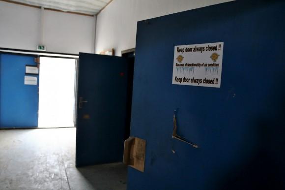 Zum Ende noch drei wichtige Hinweise, um den Alltag im deutschen Bundeswehrlager zu überstehen: 1. Tür zu!