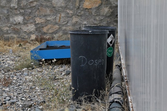 Die eine Mülltonne ist für Dosen gedacht, die andere für...ähm... ISAF?