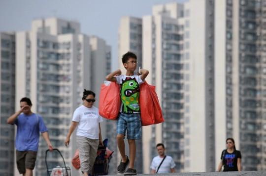 Der kleine Dongdong wohnt im Norden Pekings ähnlich wie diese Menschen in einer Hochhaussieldung/ © Getty Images