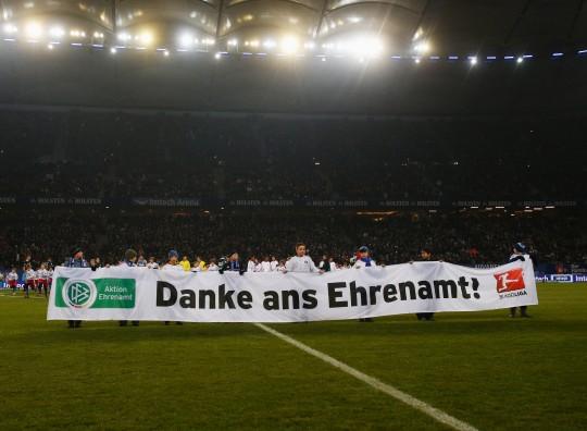 Auch eine Art, Danke zu sagen: Jugendliche im Stadion des HSV/ © Getty Images