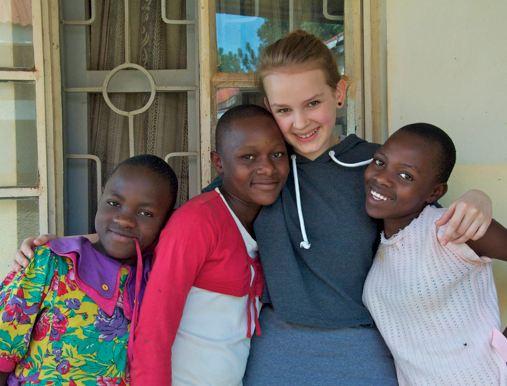 Lena bei ihrem Besuch im Waisenhaus St. Moses in Uganda