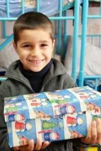 Dieser Junge aus Moldawien konnte isch im letzten Jahr über ein Päckchen freuen