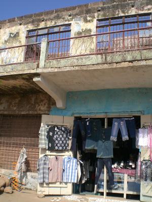 altkleiderhandel-in-ruinen.jpg