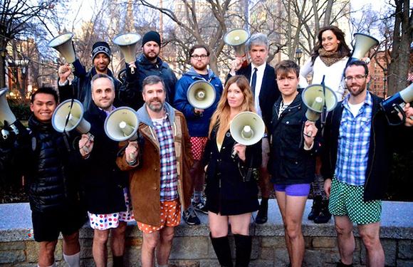 Das Team von IE. Dritter von links: Gründer Charlie Todd. (© Brian Fountain)