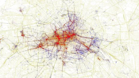 Visualisierte Geodaten von Flickr-Fotos in Berlin: blau sind Bilder von Einheimischen, rot zeigt Bilder von Touristen, gelbe Punkte können nicht zugeordnet werden. CC-BY-SA 2.0 Eric Fischer