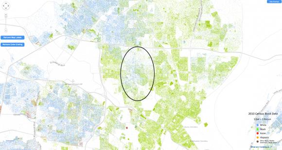 Karte von St. Louis, die Farben zeigen die Ethnie der Bewohner, Weiße in blau, Schwarze in grün. Der eingekreiste Bezirk Ferguson wird von beiden bewohnt. Quelle: US-Zensusdaten, Racial Dot Map