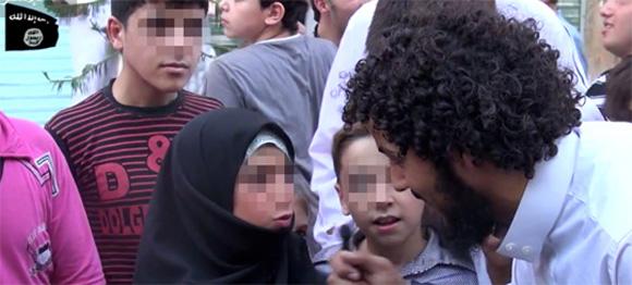 Dschihadisten versuchen, Kinder für sich zu begeistern. (Screenshot)