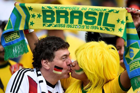 Deutsche und brasilianische Fans im Halbfinale (© Buda Mendes/Getty Images)