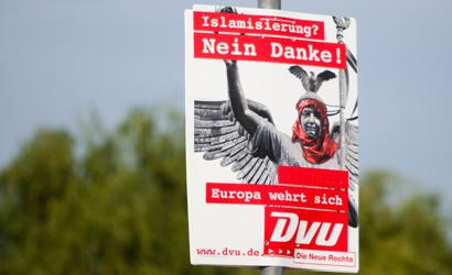 Die DVU tritt in brandenburg gegen die NPD an   ©dpa