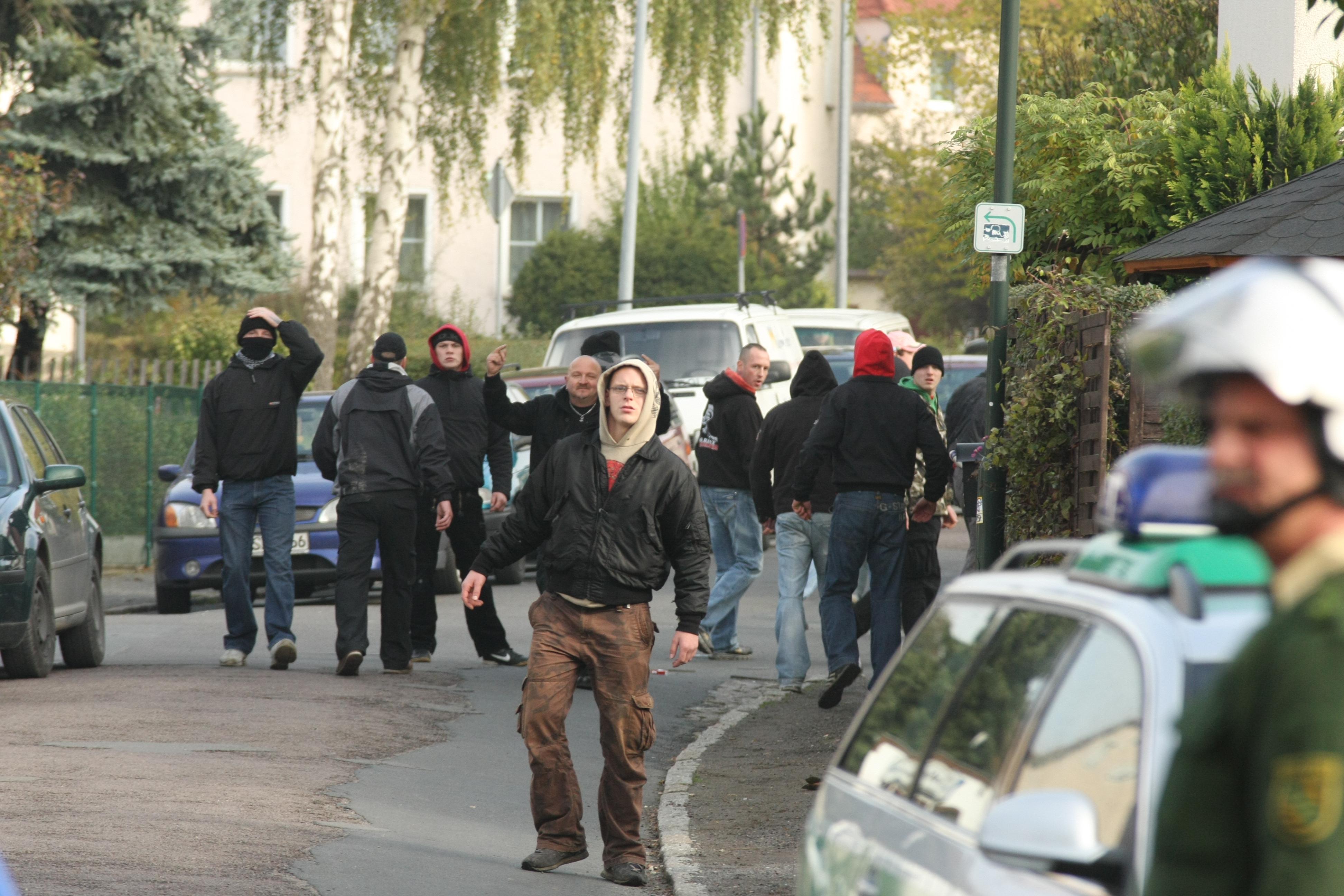 50 Rechtsextremisten prügelten auf die Fußballer ein