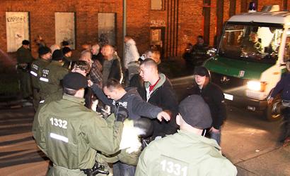 Mit einem Großaufgebot verhinderte die Polizei das Konzert © Mika Zellmann