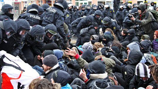 Stundenlang wurden die Straßen blockiert - die Polizei schaffte es nicht zu räumen   Foto: dpa