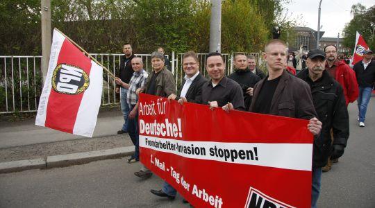 Holger Apfel, hier mit seiner Landtagsfraktion 2010 in Zwickau, wird in Chemnitz ein Bürgerbüro beziehen