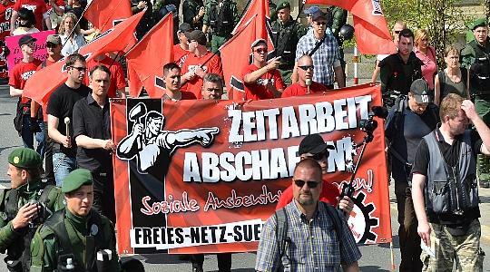 FNS-Aktivisten bei einem Aufmarsch am 01.Mai 2012 in Hof © Timo Müller