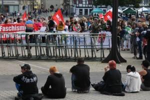 NPD-Anhänger warten auf Bundesverstärkung, Foto Kai Budler