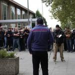 Neonazi mit 'Swastika'(=Hakenkreuz)Rückenaufdruck