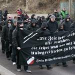 Obwohl zahlreiche Neonazis vermummt marschierten, griff die polizei nicht ein © Jesko Wrede
