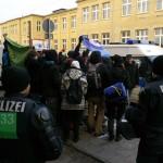 Trotz zahlreicher Polizeisperren, gabe es am Rande immer wieder Protestaktionen © Jesko Wrede