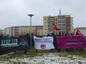 Etwa 200 Menschen erinnerten im Rostocker Stadtteil Toitenwinkel an den Ermordeten. © Elena Vogt