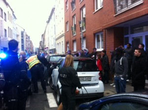 Nach und nach werden die Teilnehmer der Bustour festgenommen © Caro Lobig