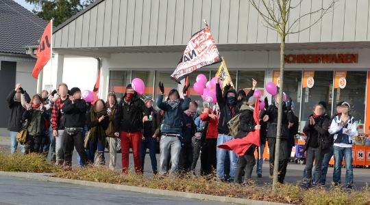 Inzwischen ein seltener Anblick in Remagen: Protest aus dem Antifa-Spektrum © Max Bassin