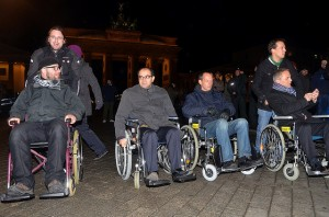 Gemeinsam mit anderen Berliner Abgeordneten protestierte der Pirat vor dem Brandenburger Tor gemeinsam mit den Flüchtlingen © Enno Lenze