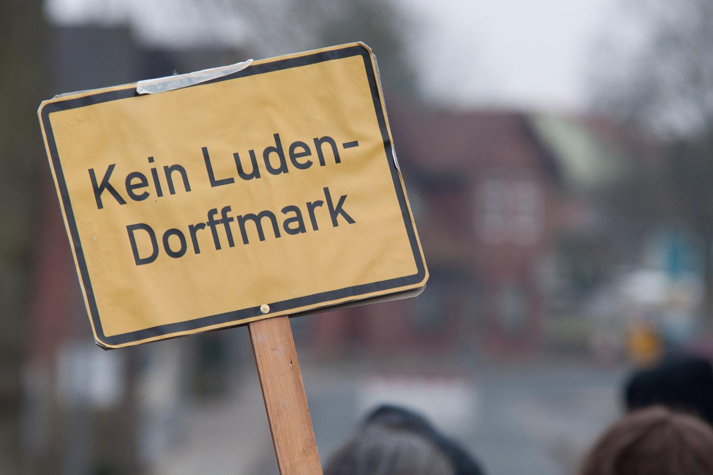 "Proteste gegen ""Ludendorffer"" in der Lüneburger Heide © Julian Feldmann"